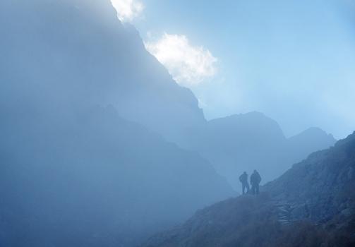 Through the Blue Mist / Modrou mlhou