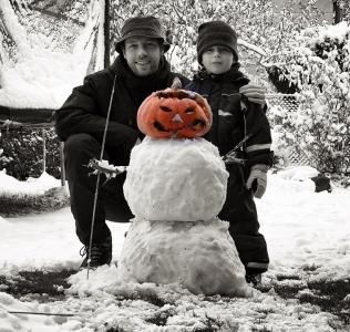 This Year's First Snowman / První letošní huhulák